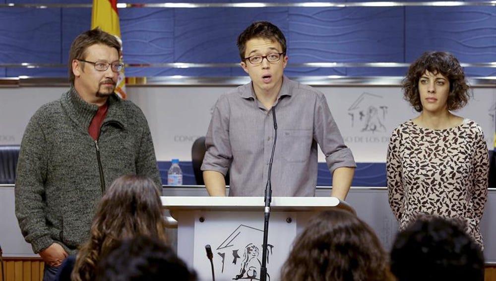 El número dos de Podemos, Íñigo Errejón, junto a Alexandra Fernández y Xavier Domènech