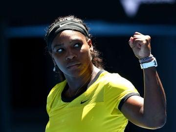 Serena Williams celebra un punto en el Open de Australia