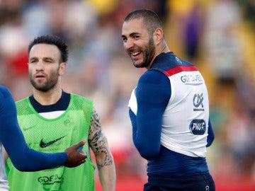 Benzema y Valbuena en una concentración de la selección francesa