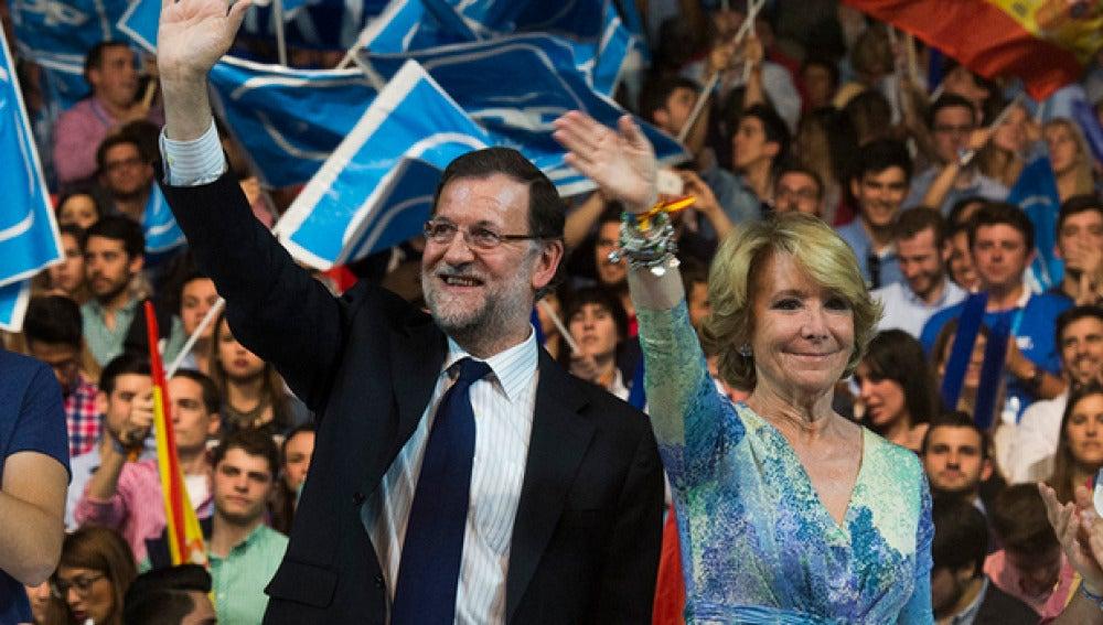 Mariano Rajoy y Esperanza Aguirre durante un acto electoral (Archivo)
