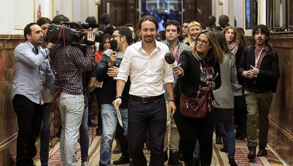 Pablo Iglesias en los pasillos del Congreso