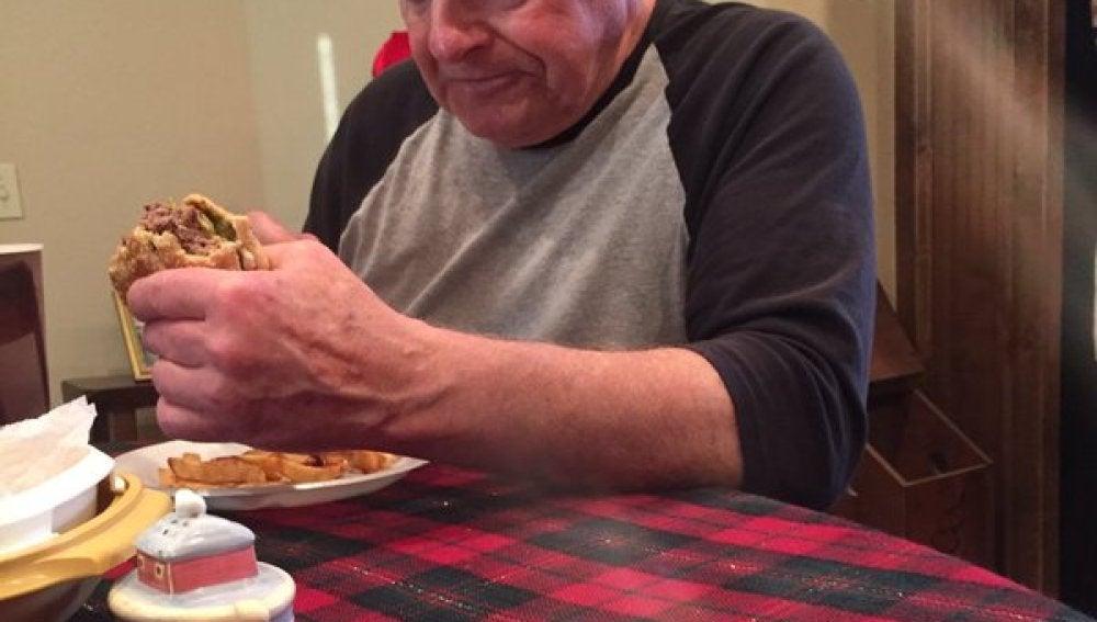 """La foto que convirtió al anciano en el """"Abuelo de internet"""""""