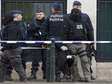 Agentes policiales de Bélgica, en las calles tras los atentados