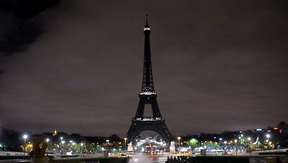 La Torre Eiffel está cerrada por una huelga