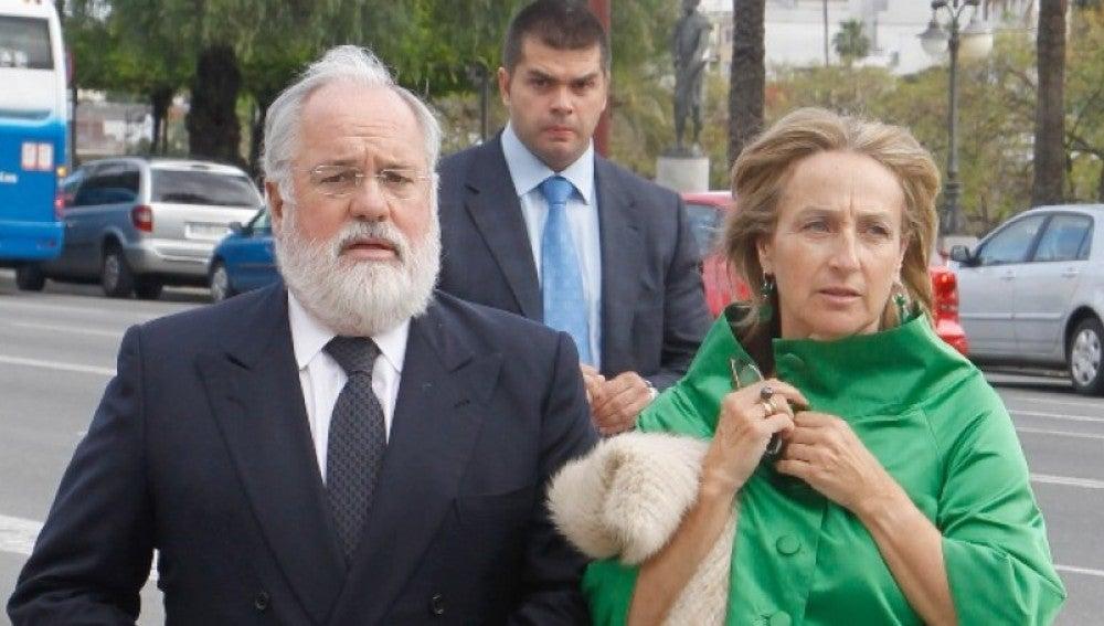 Arias Cañete y Micaela Domecq