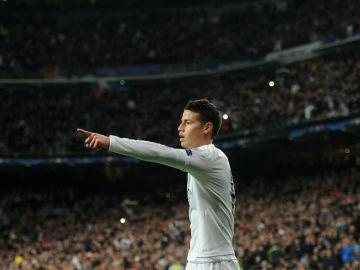James Rodríguez celebra un gol con el Real Madrid