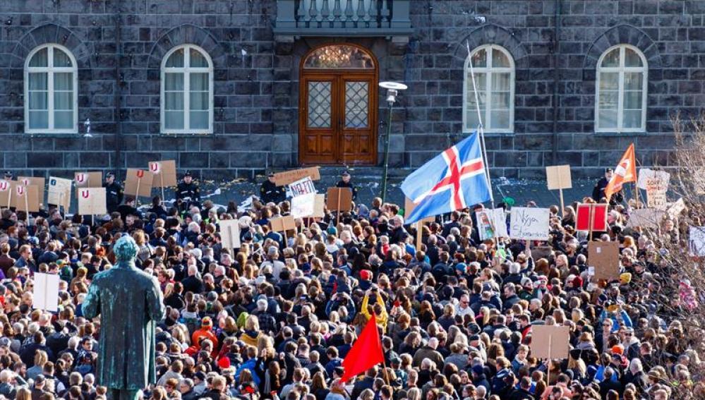 Manifestación en Islandia contra el primer ministro del país