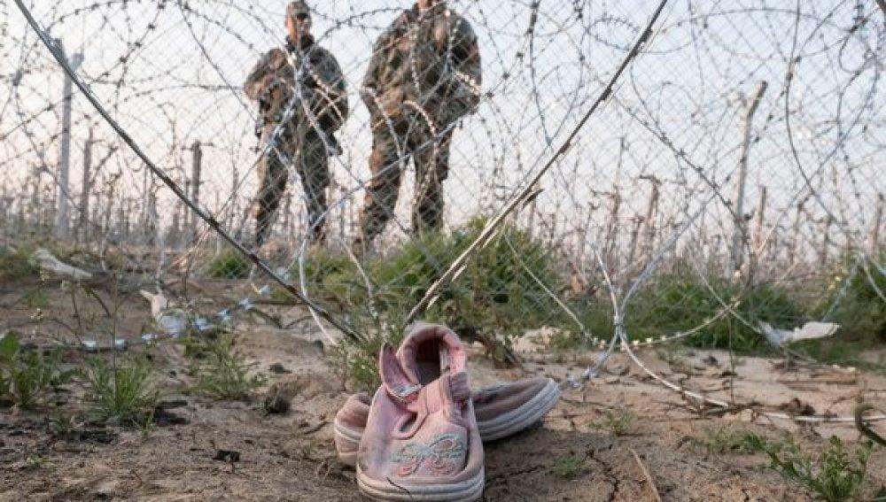 Los zapatos de Hala, niña refugiada atrapada en Idomeni