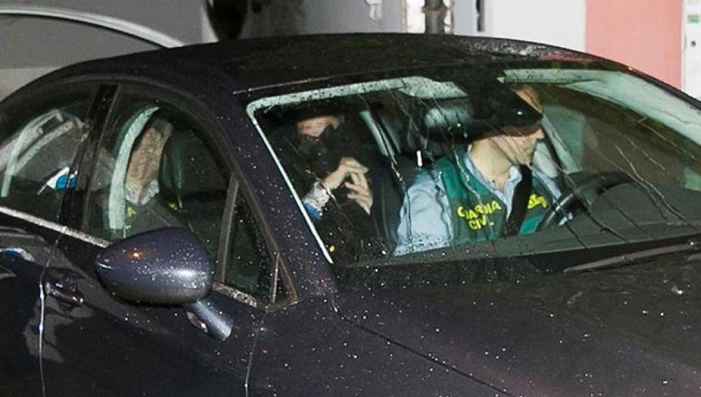 Mario Conde en el interior de un vehículo