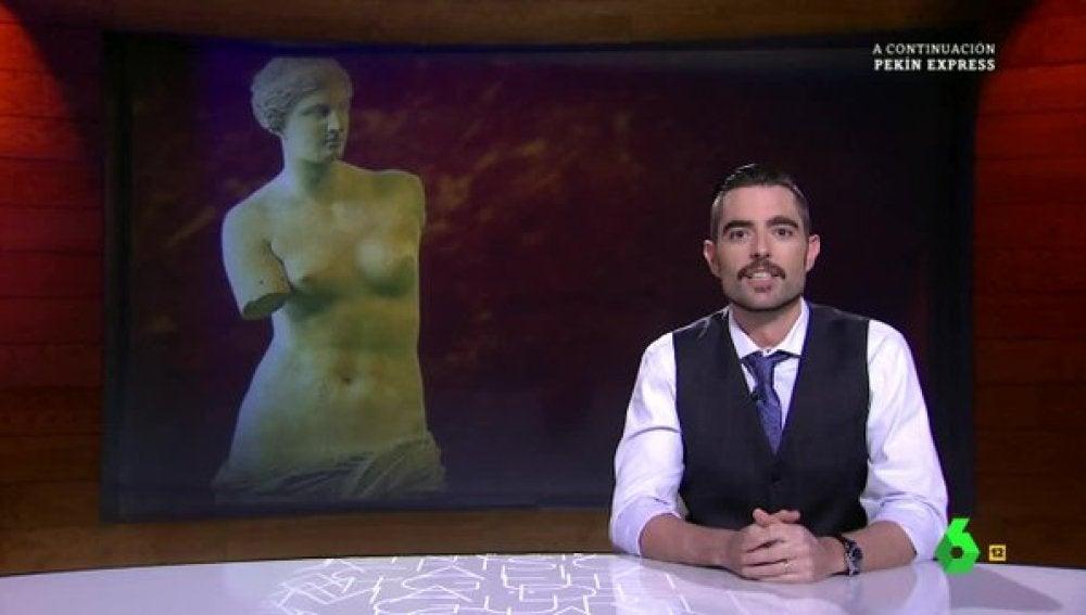 Dani Mateo con la Venus de Milo