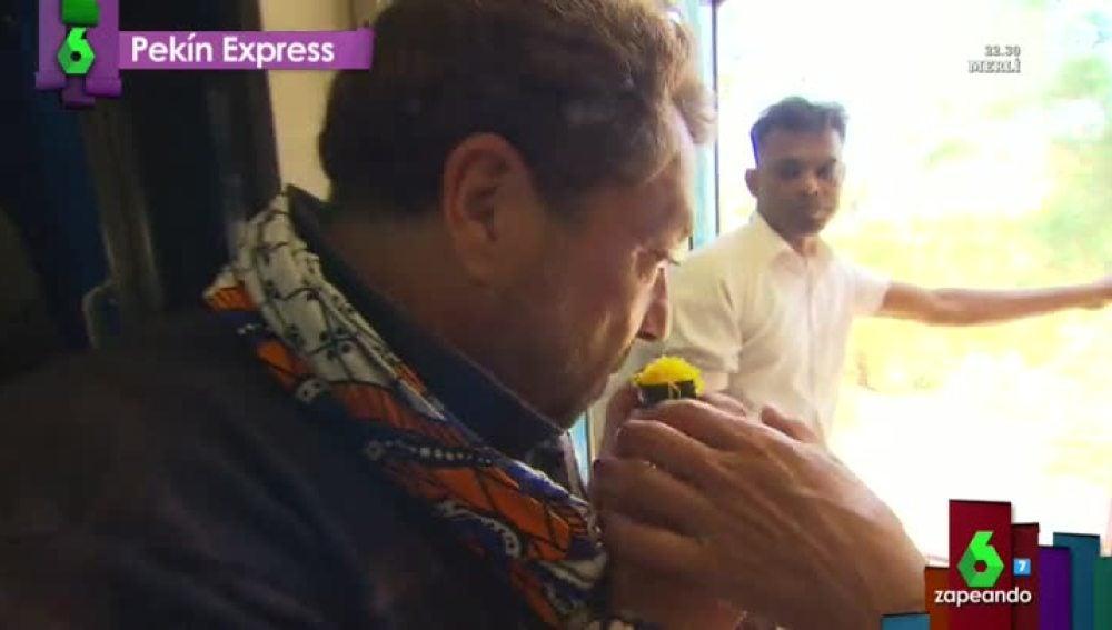 Pepe prueba un 'cucurucho' en Sri Lanka
