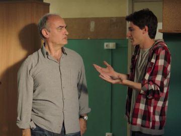 Merlí habla con Gerard