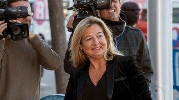 Virgina López Negrete saliendo de los juzgados de Palma