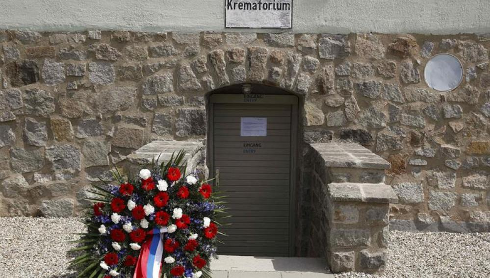 Entrada al crematorio del campo de exterminio nazi de Mauthausen