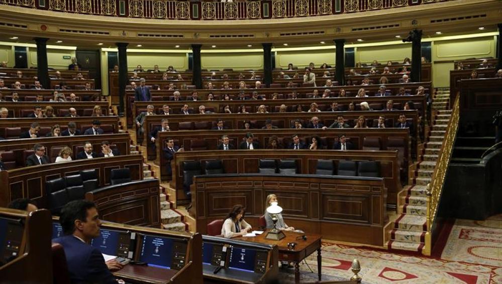 La bancada del Gobierno vacía durante las votaciones del pleno del Congreso