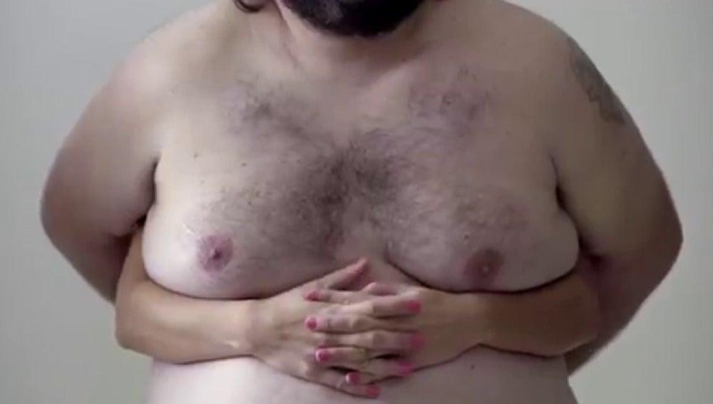 Imagen de los pechos masculinos que aparecen en la campaña