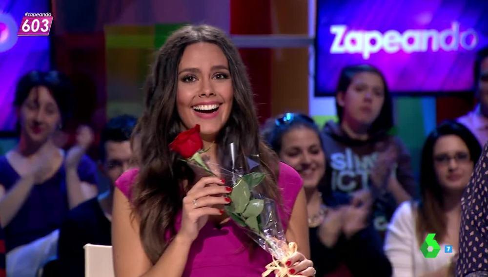 Cristina Pedroche al recibir la rosa de San Jordi