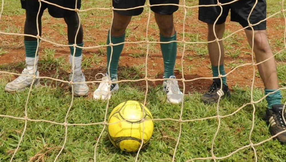 Fallece un niño de 15 años mientras disputaba un partido de fútbol en Muxía