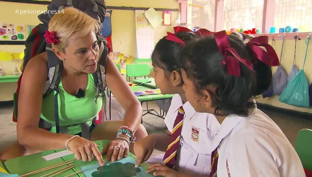 Las jerezanas aprenden los colores en cingalés