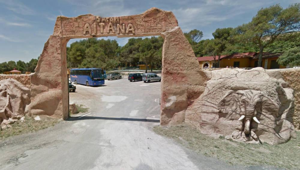 Imagen de la puerta de acceso al Safari Aitana, en Alicante