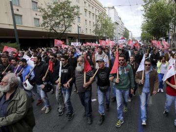 Huelga general convocada por los sindicatos contra las reformas de pensiones y fiscal en Atenas