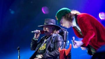 Axl Rose y Angus Young durante el concierto de AC/DC