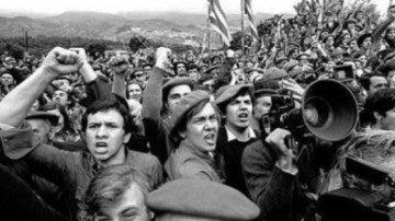 Miembros del partido carlista durante la manifestación de Montejurra