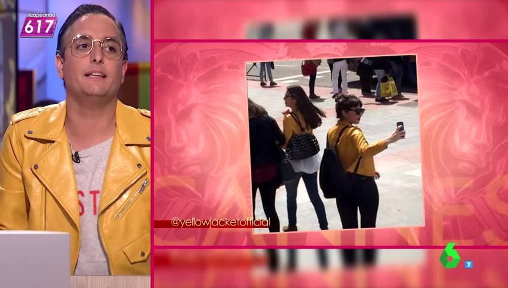 ¿Por qué todo el mundo, incluso Josie, lleva la famosa chaqueta amarilla?