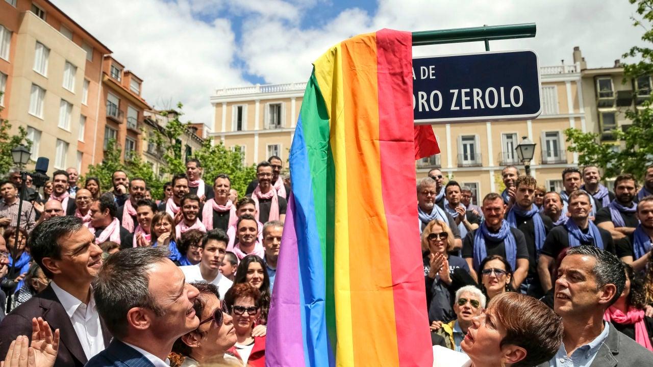 Vox quiere quitar el nombre de Pedro Zerolo a su plaza en Chueca