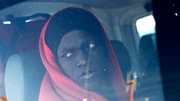 Un inmigrante de origen subsahariano rescatados por Salvamento Marítimo cerca de la costa de Cádiz.