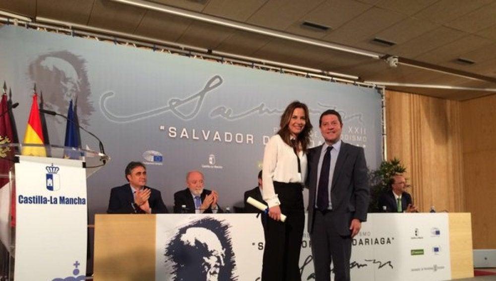 Mamen Mendizábal recibe el premio Salvador de Madariaga
