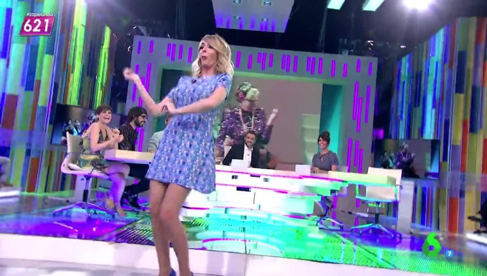 Anna Simon baila como una señora mayor
