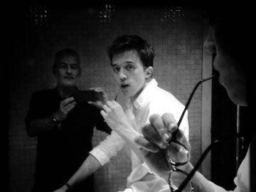 Errejón posa para Uly Martín en el baño