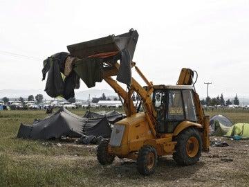 Una excavadora en Idomeni
