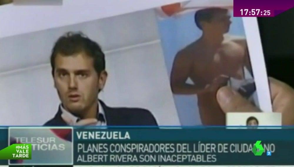 Dioslado Cabello saca una foto de Rivera desnudo