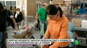 Frame 4.728229 de: Cáritas advierte de que la recuperación de la crisis está dejando más desigualdad y pobreza