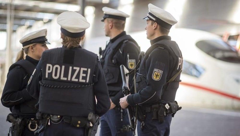 Un hombre acuchilló a varias personas en un colectivo — Alemania