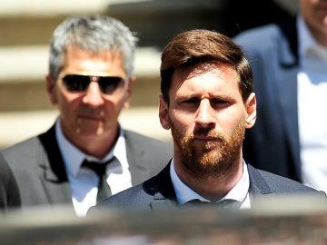 Leo Messi y su padre, a la llegada de la Audiencia de Barcelona