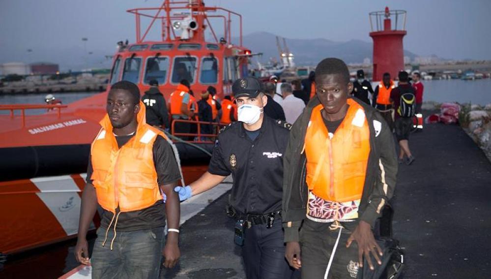 Médicos sin Fronteras restaca a más de 1300 migrantes en 36 horas en el Mediterráneo central