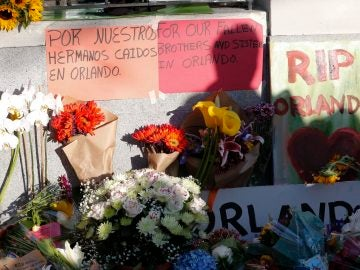 Una multitud asiste a una vigilia en San Francisco en recuerdo a las víctimas