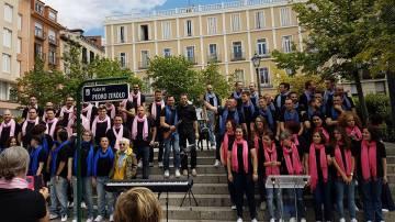 Voces LGTB de Madrid en la plaza de Pedro Zerolo