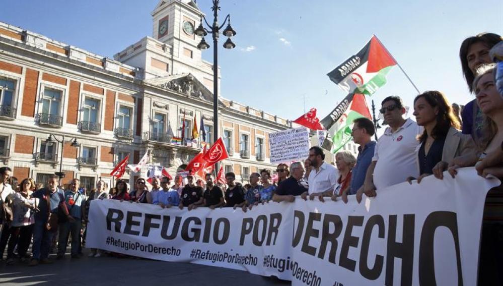 Llegada a la Puerta del Sol de la cabecera de la manifestación por los derechos de los refugiados