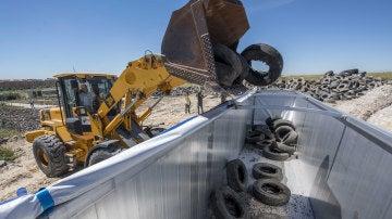 Retiran los neumáticos no quemados de Seseña