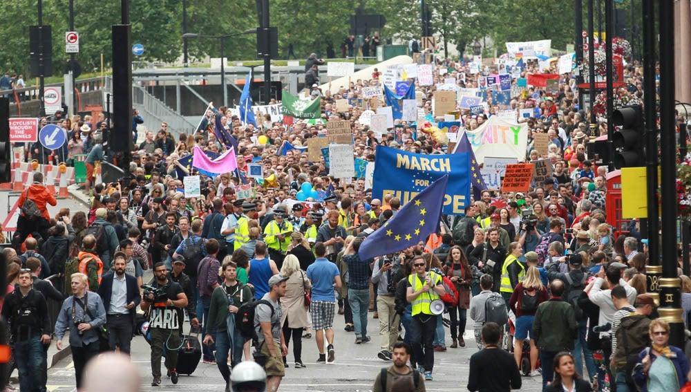 Multitudinaria marcha en Londres contra el Brexit