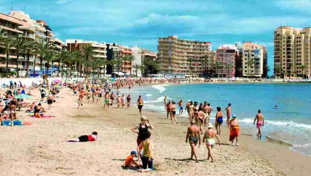 Imagen de archivo de la playa El Cura, en Torrevieja (Alicante)