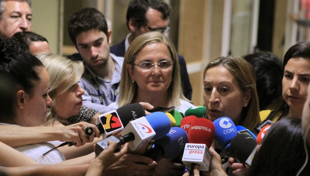 """Ana Pastor advierte a Vueling: """"El incumplimiento de la ley puede llevar a la pérdida definitiva de la licencia"""""""