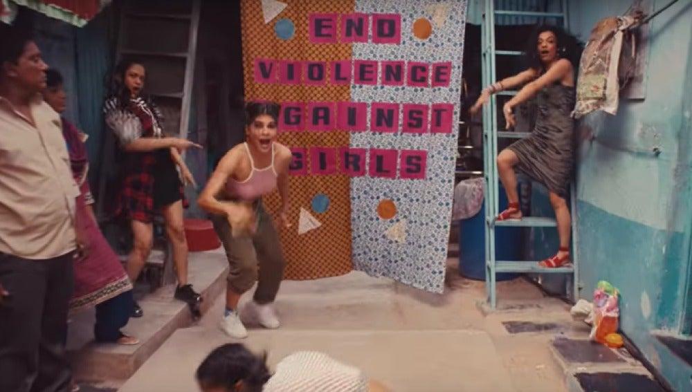 Las mujeres de todo el mundo se unen por sus derechos en un remake de Wannabe, 'Lo que realmente quiero'