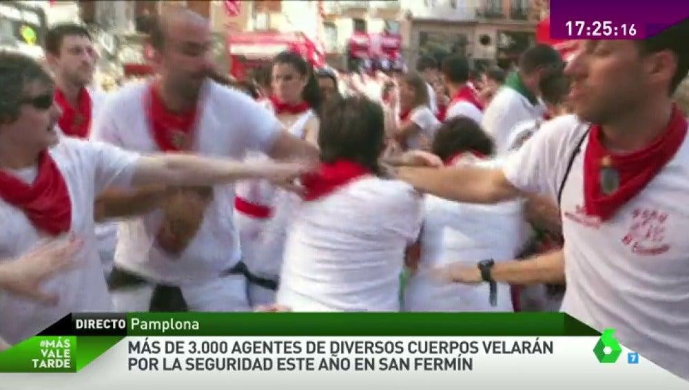 """Frame 47.102255 de: """"Esto no es la fiesta"""", los sanfermineros condenan la agresión a un cámara de laSexta"""