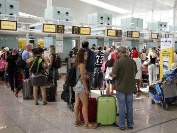 Primer día sin cancelaciones en Vueling tras entrar en vigor el plan de contingencia