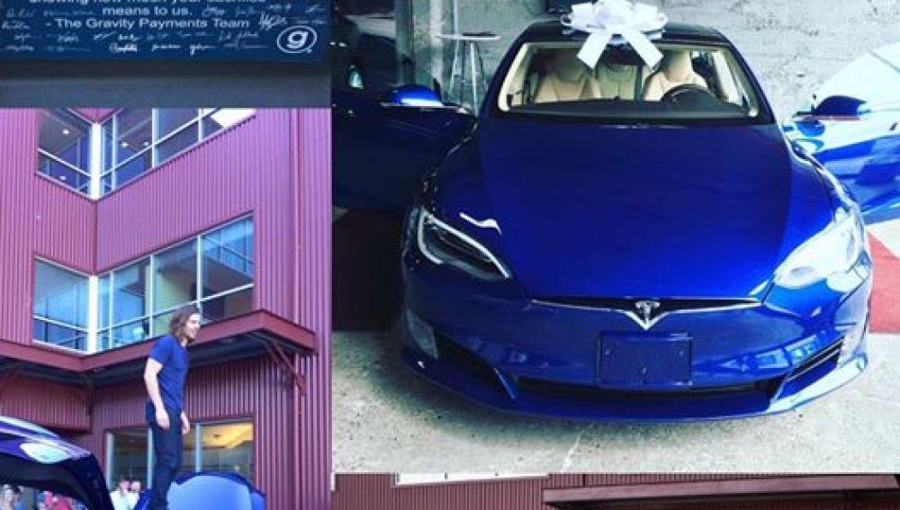 Los empleados del mejor jefe del mundo deciden regalarle un coche